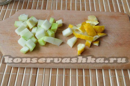 нарезать кабачки и лимон
