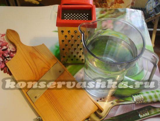Ингредиенты и гаджеты для приготовления хрустящей квашенной капусты