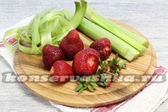 Чистим ягоды и ревень