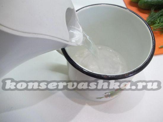 развести соль в воде
