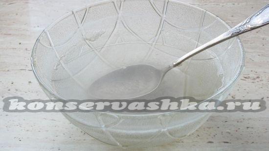Соль растворите в воде и вскипятите