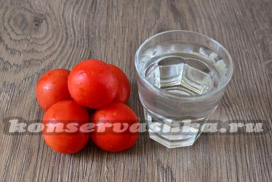 Ингредиенты для приготовления томатов как свежих на зиму