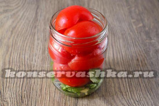 Укладываем томаты