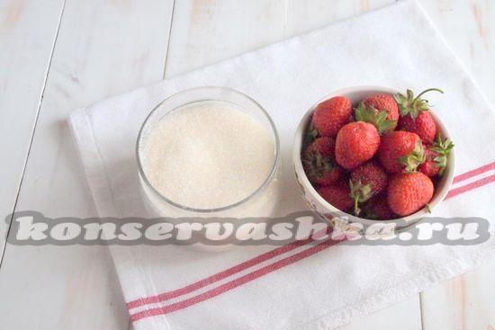 Ингредиенты для приготовления сырого варенья из клубники
