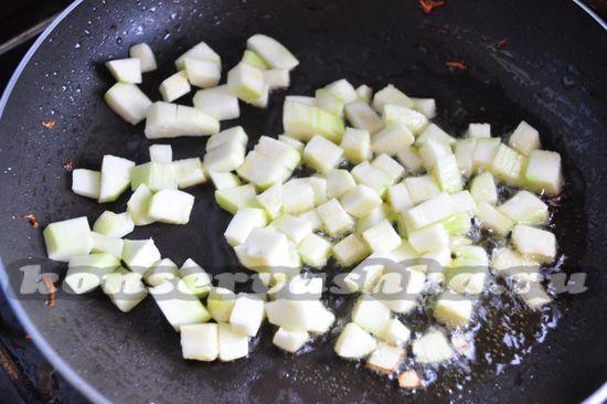 выложим продукты на сковороду
