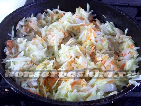 натереть морковь и кабачки
