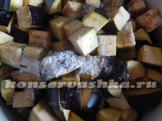 засыпать баклажаны поваренной солью