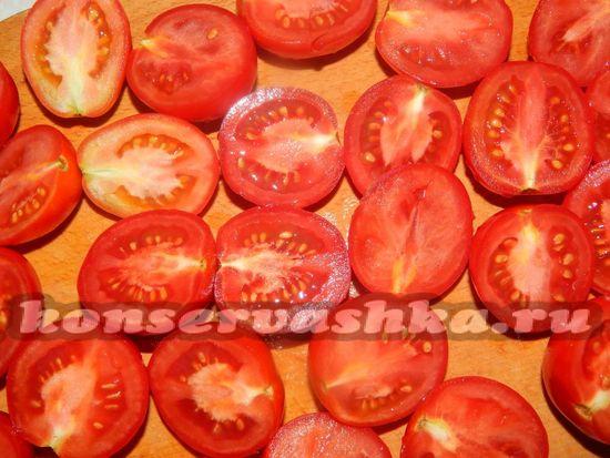 помидорчик разрезаем на две половинки