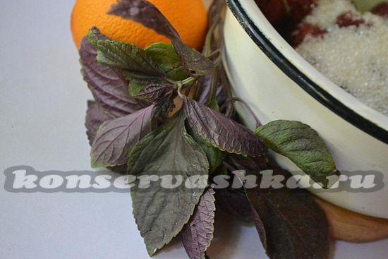 подготовьте базилик для клубничного конфитюра
