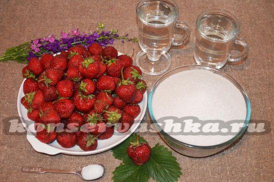 Ингредиенты для приготовления компота из клубники