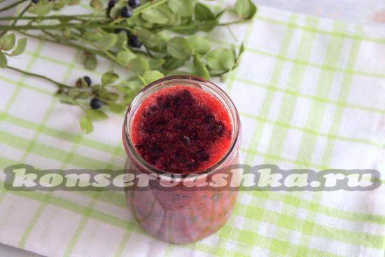 Разливаем получившуюся сладкую смесь по предварительно прогретым емкостям