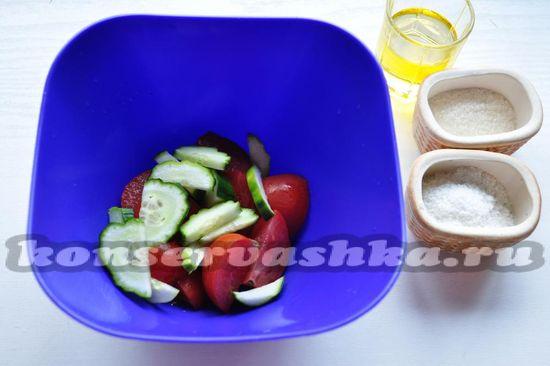овощи выложим в миску