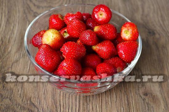 ягоды промыть и оторвать хвостики