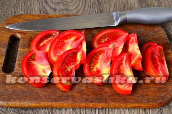 помидоры нарезаем дольками