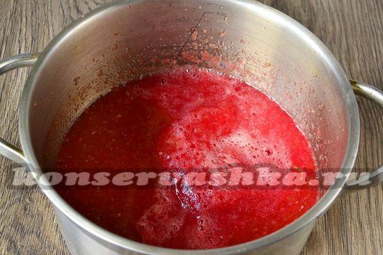 измельчить помидоры и лук