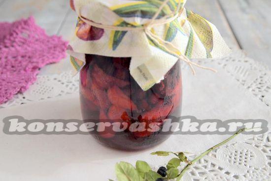 Черника с клубникой в собственном соку, рецепт