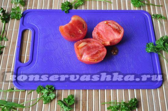 помидоры разрезаю пополам