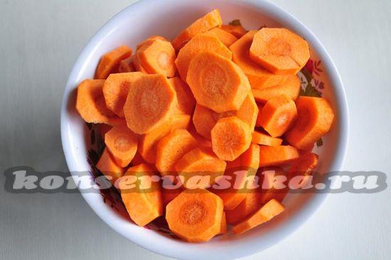 нарежем морковь кружочками