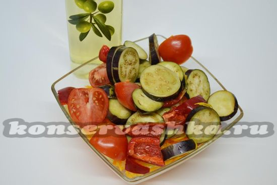 поливаем овощи маслом