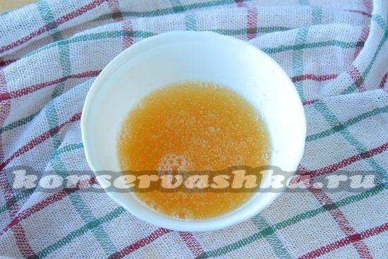 зальем желатин кипяченной холодной водой