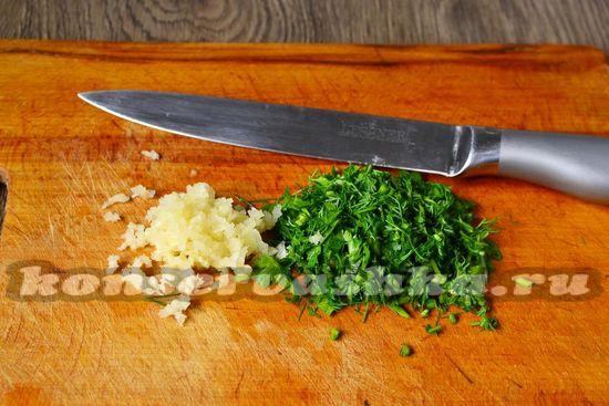 чеснок и зелень измельчить