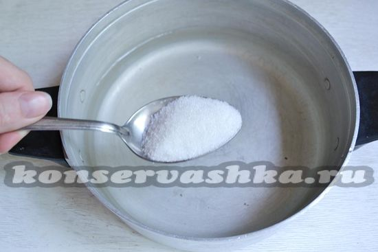 добавляем сахара в маринад