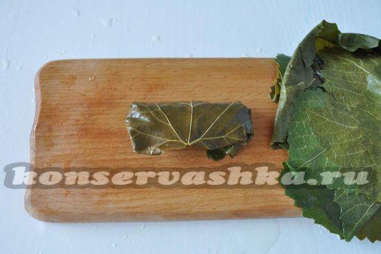 свернем листья конвертиком
