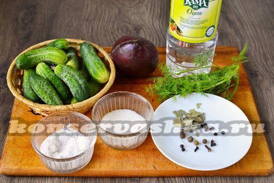 Ингредиенты для приготовления огурцов со свеклой на зиму
