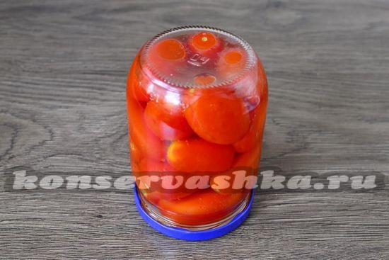 помидоры закатываем крышками
