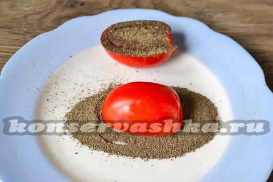 обмакиваем помидоры в перец