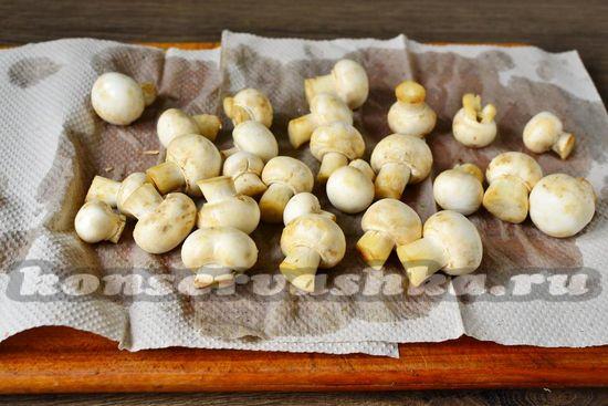 грибы вымыть и подсушить