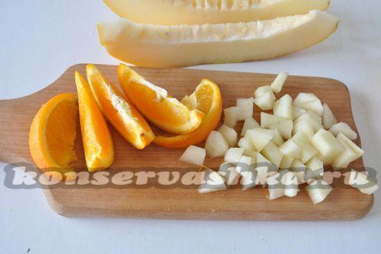 апельсин нарежем ломтиками