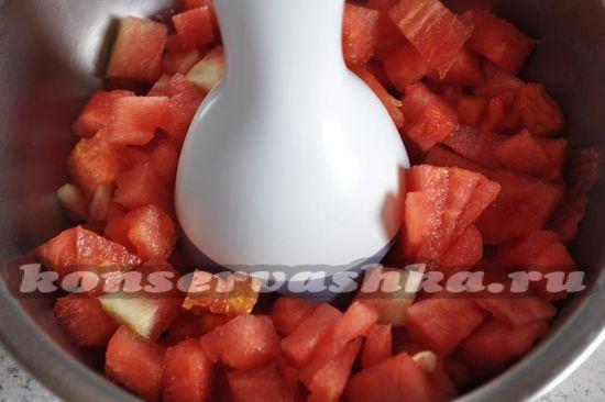 измельчим кусочки арбуза