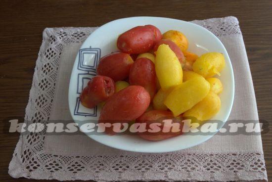 Очищаем томаты