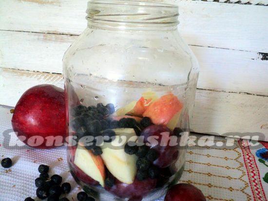 заполните их фруктами и ягодами
