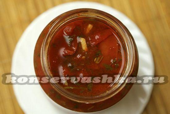 Заполняем горячие банки кипящими помидорами