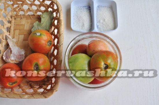 наложите помидоры