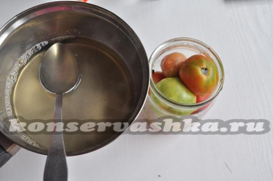 маринадом залейте помидоры