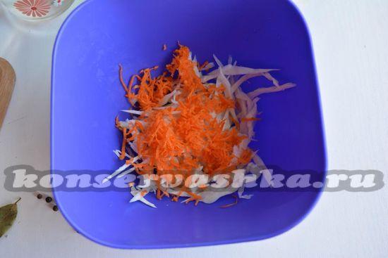 выложите морковь