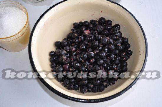 выложите ягоды