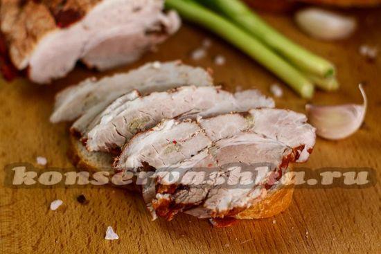 Свиная грудинка в луковой шелухе