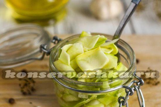 Кабачки маринованные быстрого приготовления в сыром виде