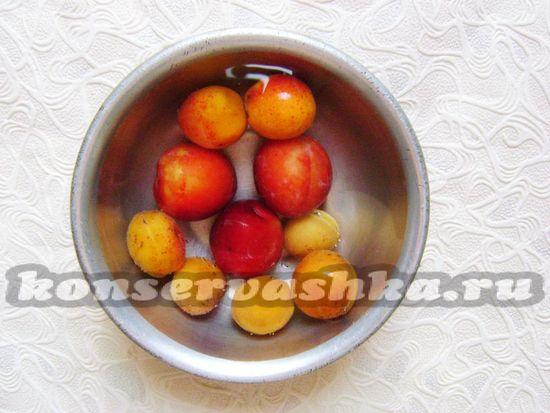 промыть водой фрукты