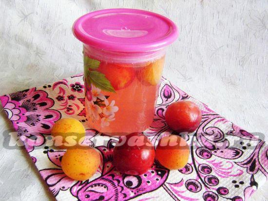 Ароматный компот из алычи и абрикосов на зиму