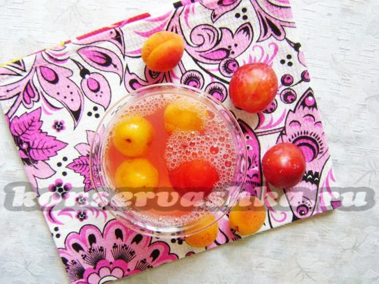 рецепт ароматного компота из алычи и абрикосов на зиму