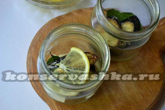 выложить баклажан и лимон