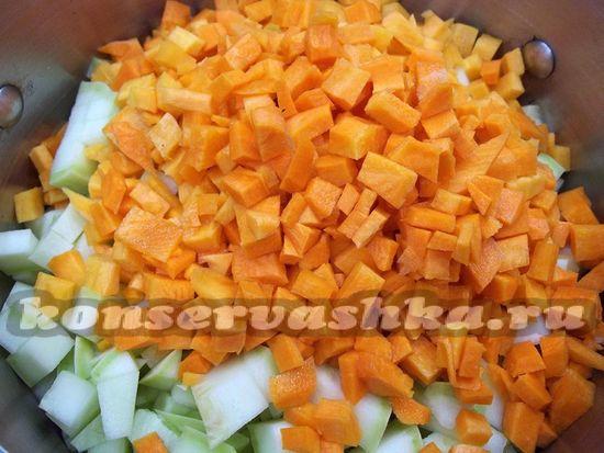 Морковь нарезана