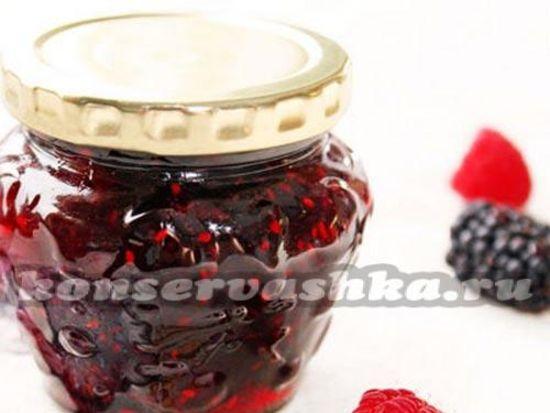 Клубничное варенье с ягодами ежевики