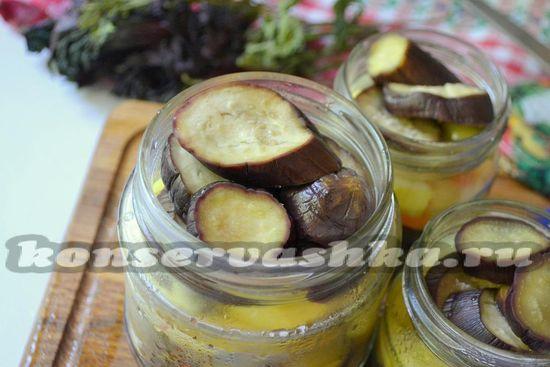 Накрывайте овощи в баночках крышками