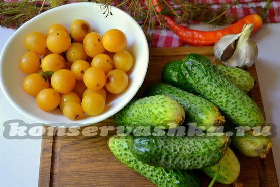 Ингредиенты для приготовления огурцов с алычой